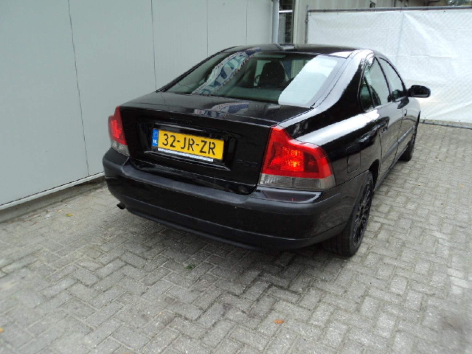 Volvo-S60-2